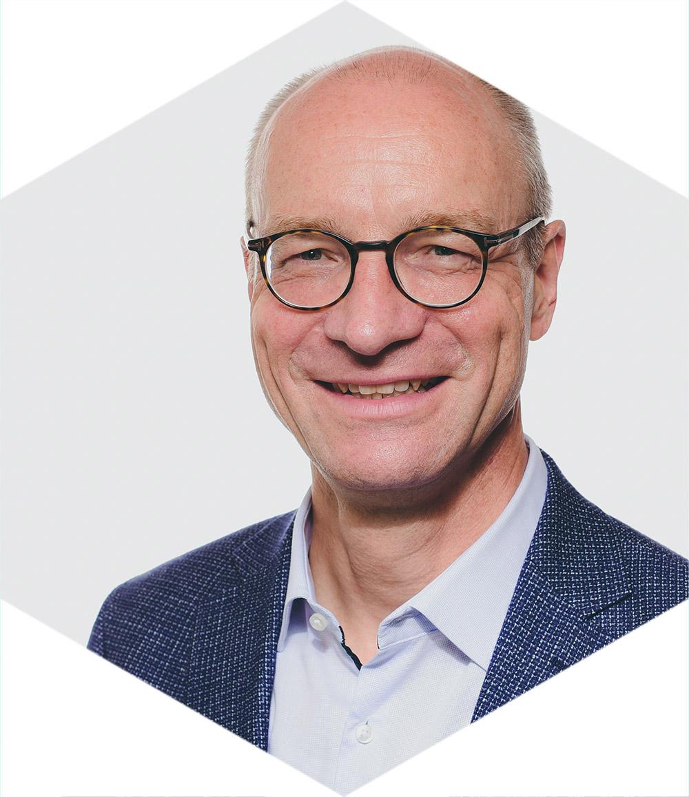 Dr-Thomas-Moeller_Hexagon-Profilbild_v1